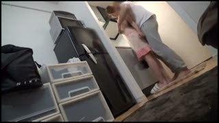 裸エプロンで感じまくる巨乳妻の自宅不倫フェラ